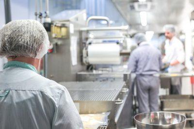 Higiena w zakładach produkcji i przetwórstwa żywności – na czym polega