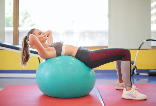 Jak działa piłka rehabilitacyjna do siedzenia